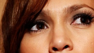 Wimpern à la Jennifer Lopez gibt's bei Lash 'it.