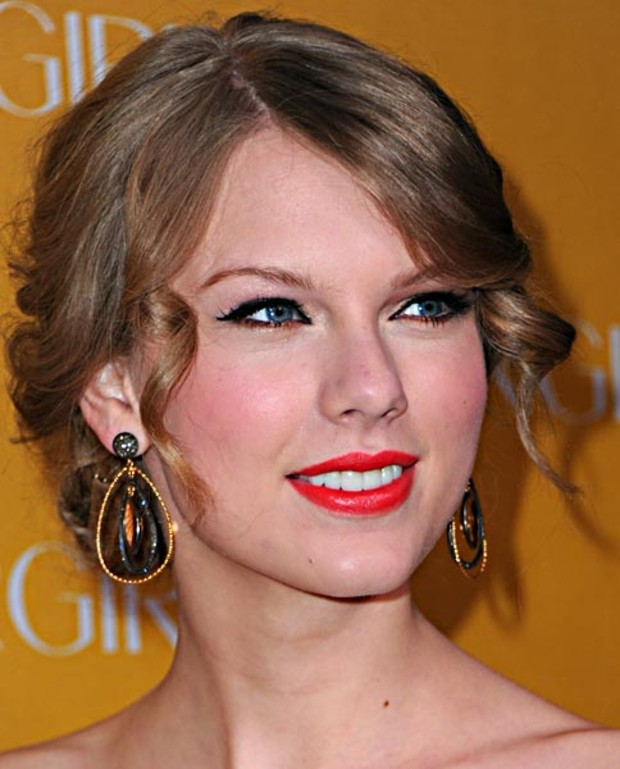 taylor-swift-make-up-cat-eyes