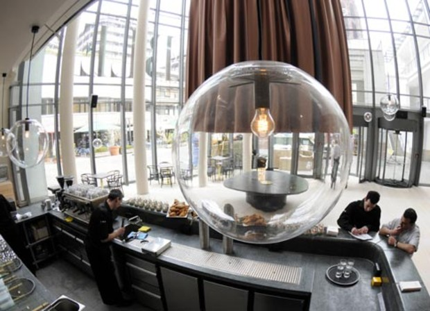 schirn-restaurant-table-lampen