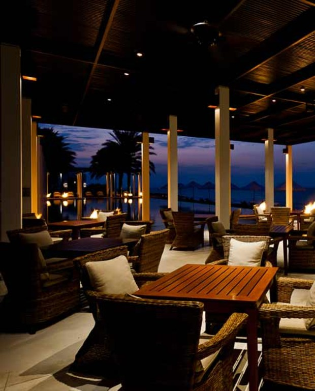 The-Chedi-Muscat91 -Pool-Ca