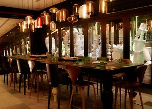 W-Hong-Kong-Fire-restaurant-Big-Table b