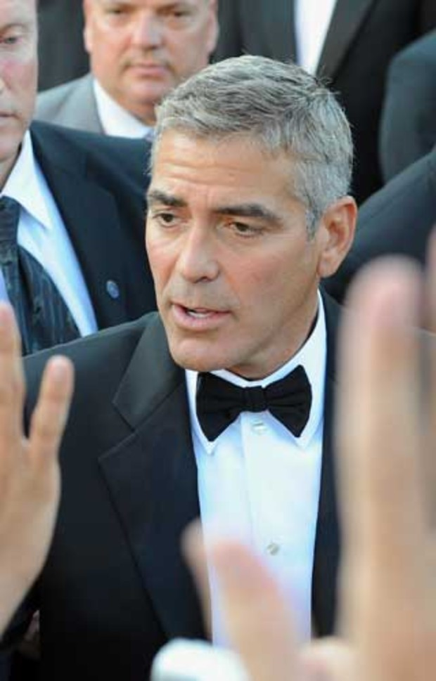 george-clooney-date-auktion-kuss