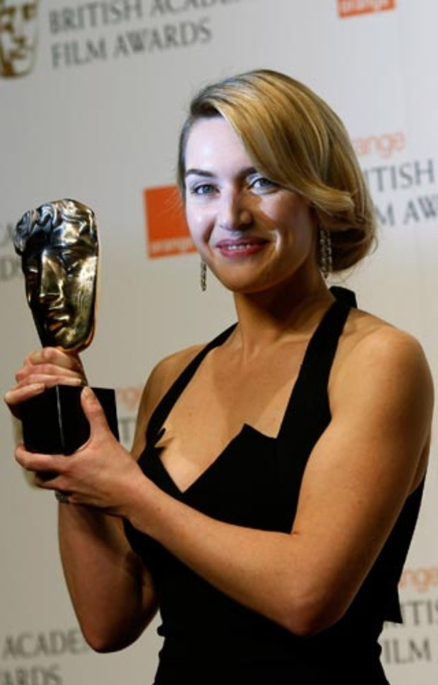 bafta-2009-event-red-carpet-kate-winslet-award