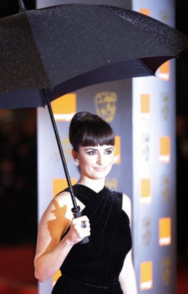 bafta-2009-event-red-carpet-penelope-cruz
