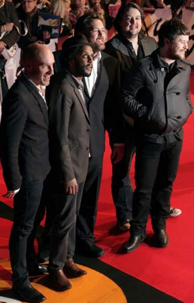 8-brit-awards-elbow-AV