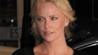 charlize-theron-charlize-theron-unter-druck-01092010