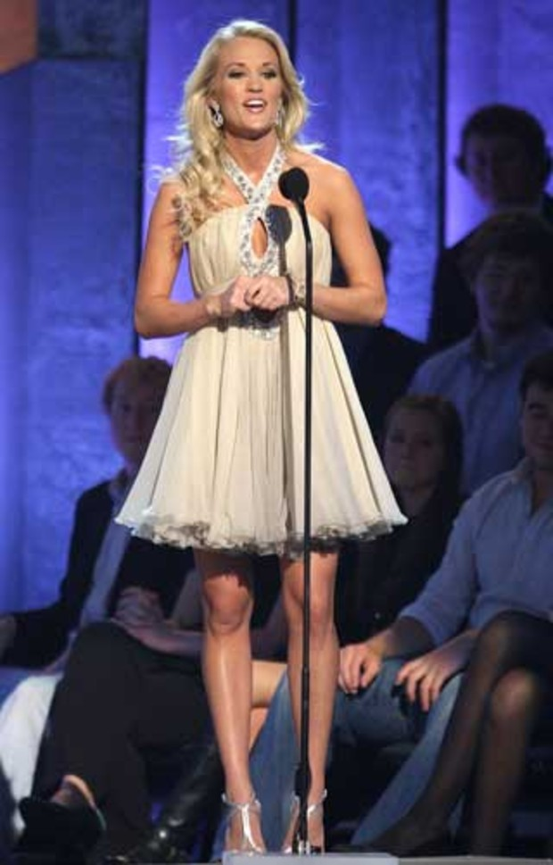 country-music-awards-carrie-underwood-mini