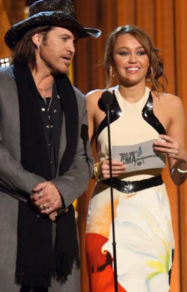 country-music-awards-miley-cyrus-billy-ray