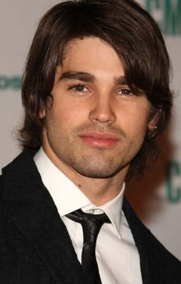 country-music-awards-miley-cyrus-justin-gaston 01