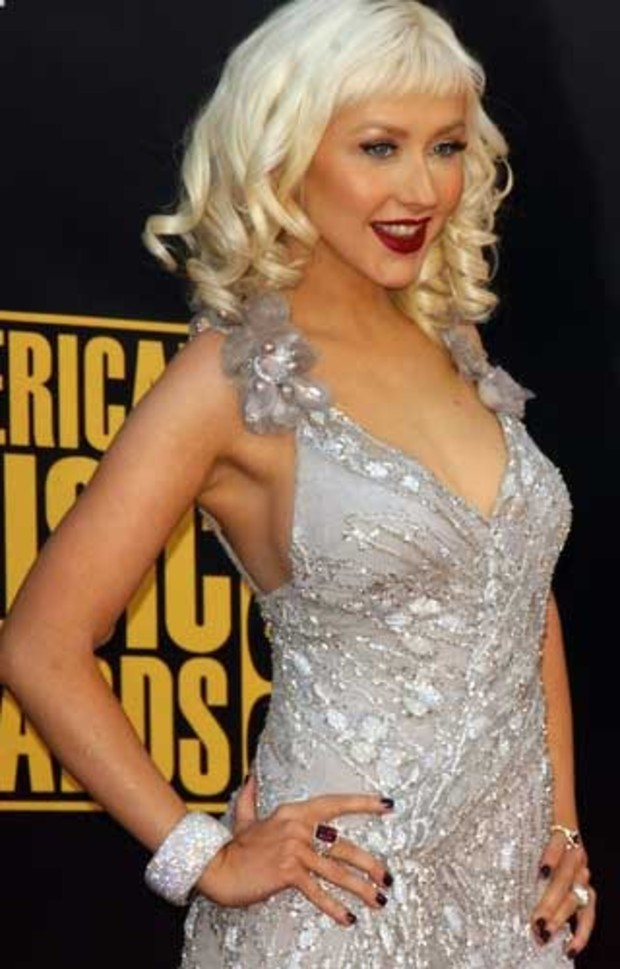 american-music-awards-red-carpet-christina-aguilera