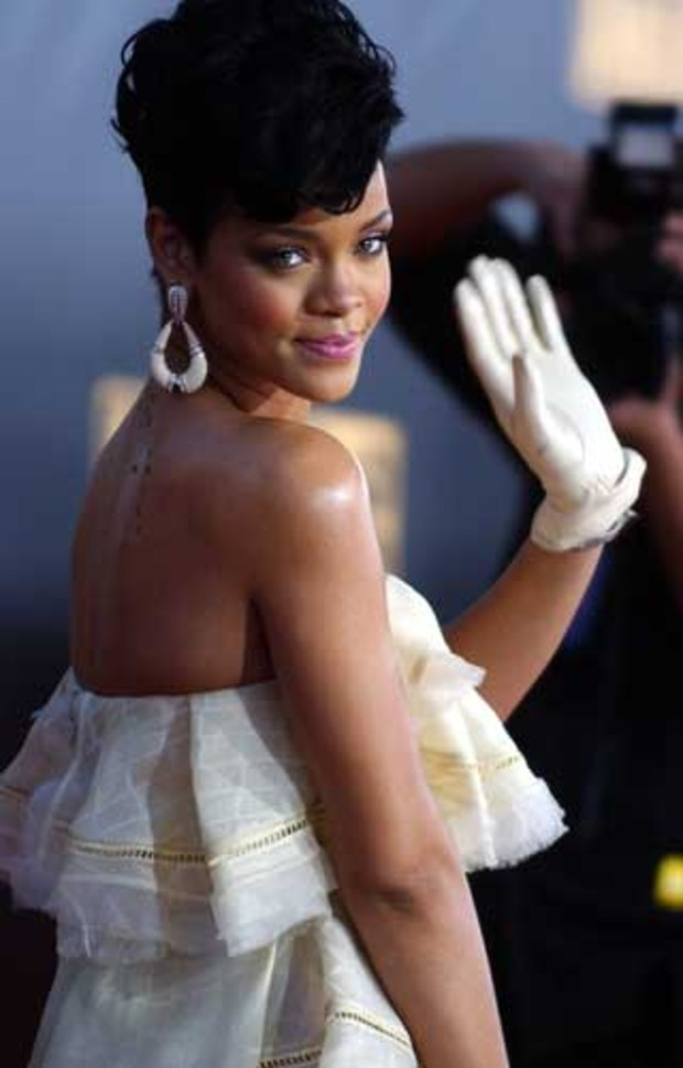american-music-awards-red-carpet-rihanna-fotos
