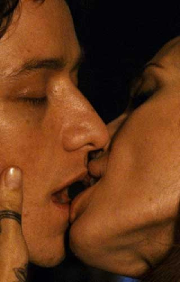 angelina-jolie-james-mc-avoy-kiss-kuss