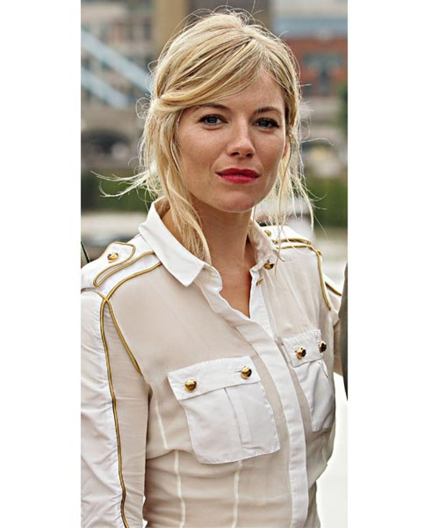 sienna-miller-in-balmain-military-bluse