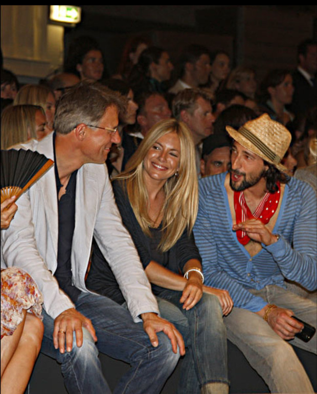 front-row-sienna-miller-brody-boss-orange