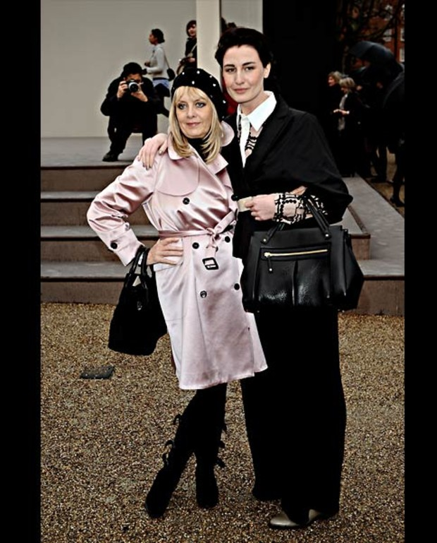 Twiggy-and-Erin-O Connor-burberry