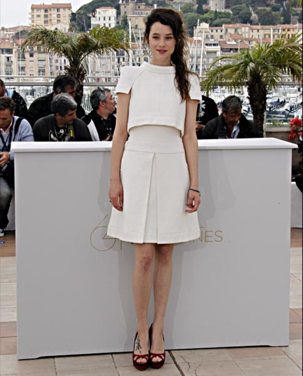 Astrid-Berges-Frisbey--cannes-2011