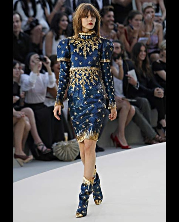chanel-blau-gold-kostuem-haute-couture