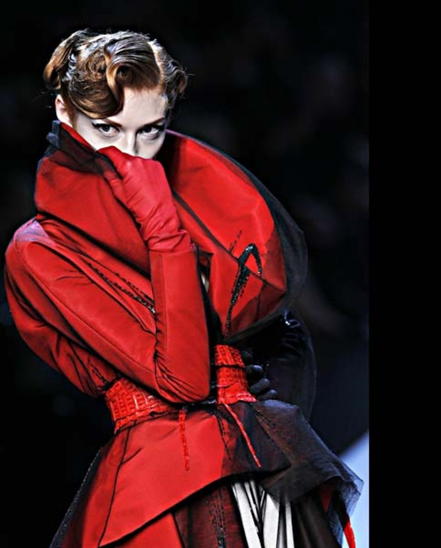 christian-dior-haute-couture-rotes-outfit