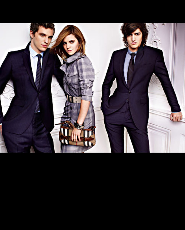 emma-watson-jungs-burberry-dunkle-anzuege