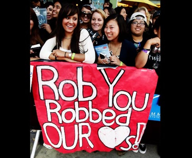 new-moon-fans-robbed-hearts