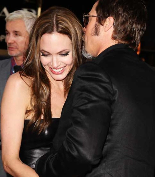4-angelina-jolie-inglorious-premiere-kuss