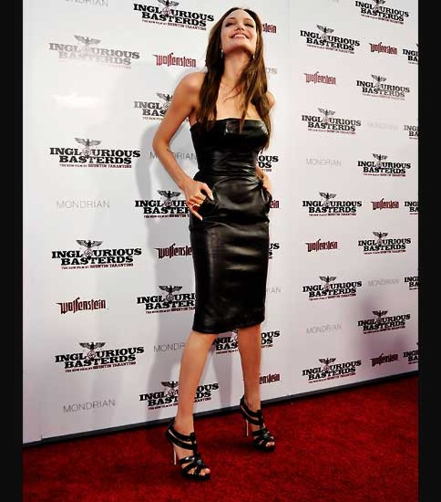 6-angelina-jolie-inglorious-premiere-mager