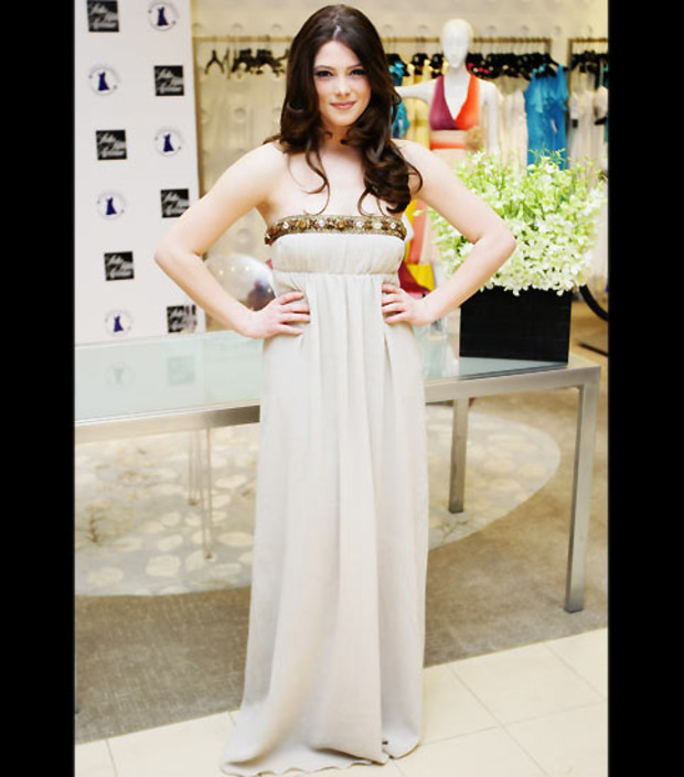 ashley-greene-toga-weiss