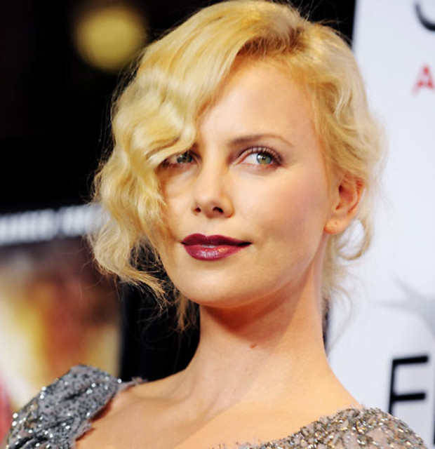 20-beauty-charlize-theron