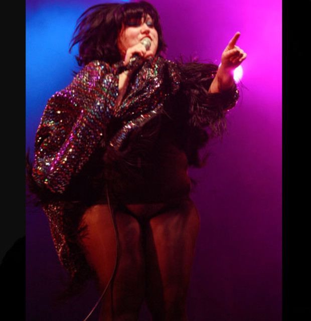 beth-ditto-bestival-live