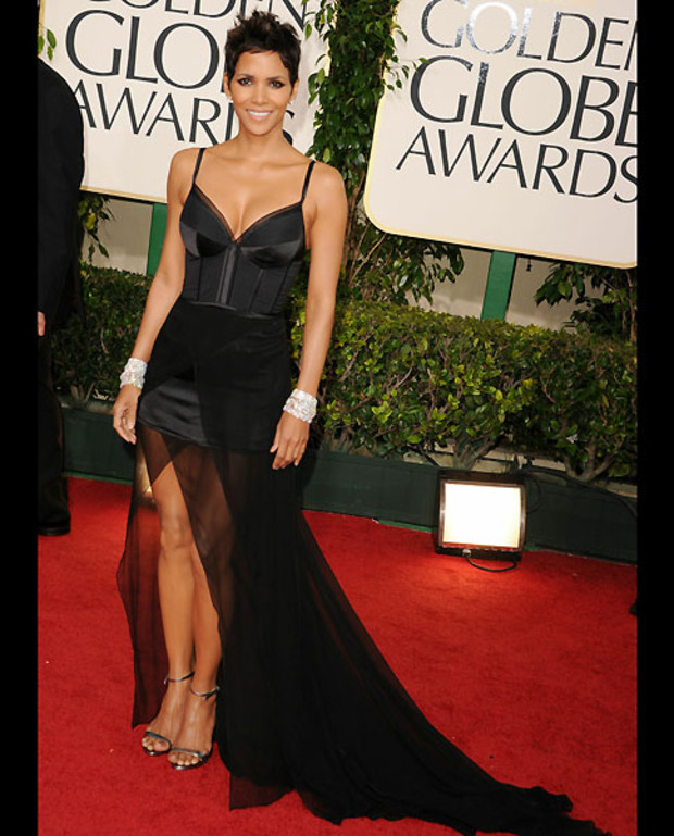 17-Golden-Globes-2011-Halle-Berry