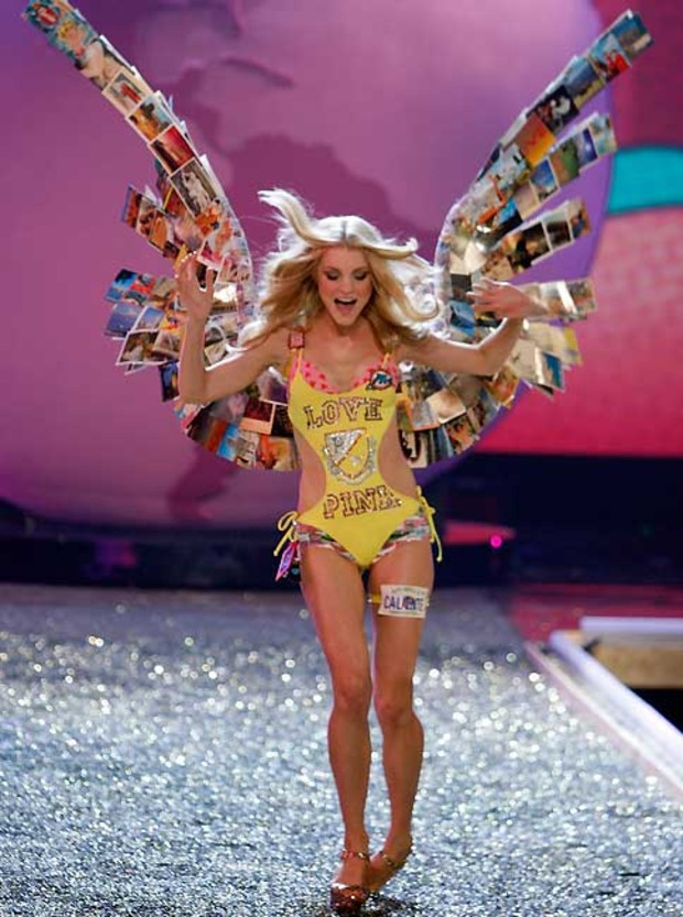 victorias-secret-falls-runway