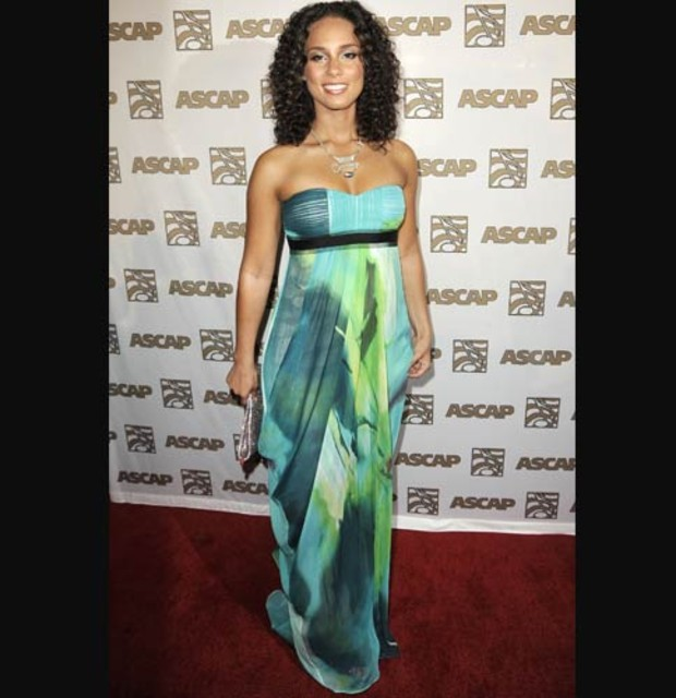 maxi-dress-alicia-keys-gruen
