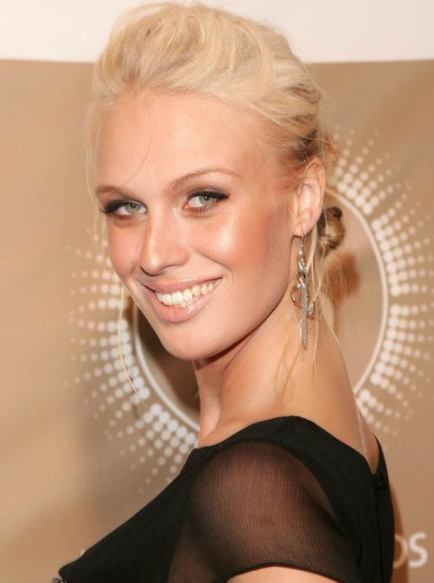 caridee-english-next-topmodel-1