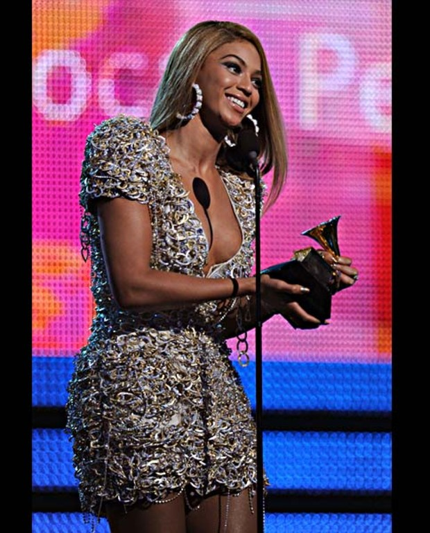 beyonce-on-stage-best-dressed-grammy