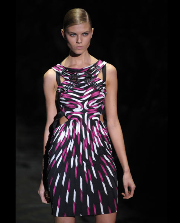 gucci-sommer-coutouts-kleid