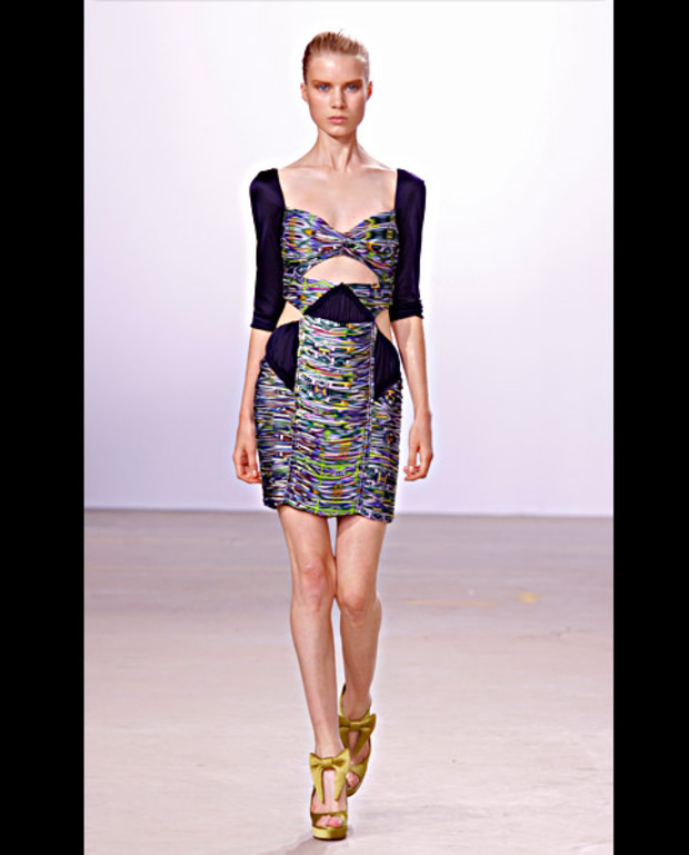 matthew-williamson-cut-outs-kleid
