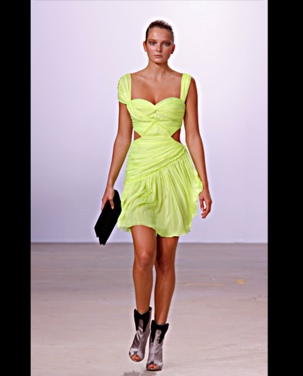 matthew-williamson-gruenes-neon-kleid