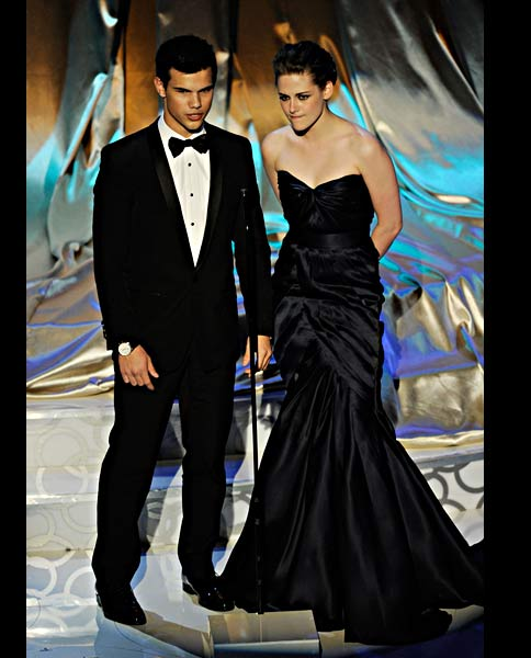 Kristen-Stewart-in-Monique-Lhuillier.oscar-dress