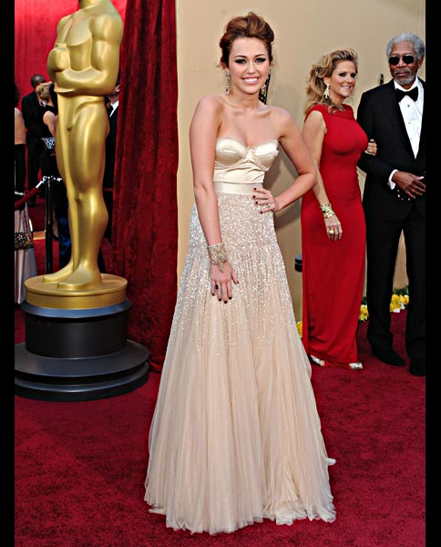 miley-cyrus-dress-oscars-2010