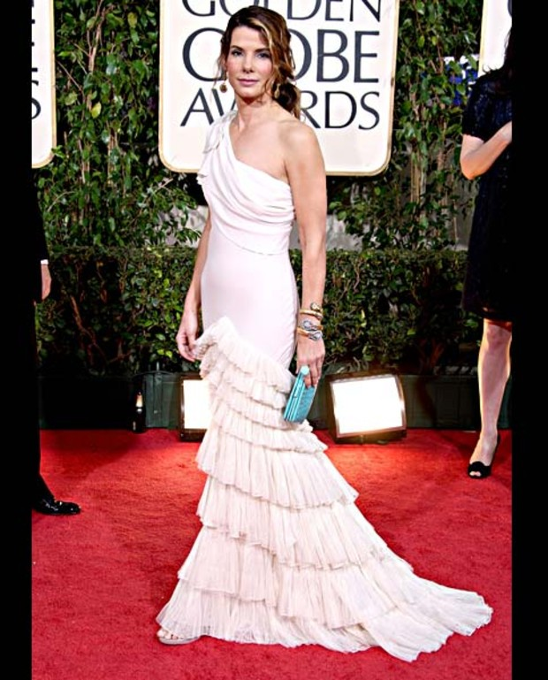- 2009-golden-globes-sandra-bullock_gallerylarge