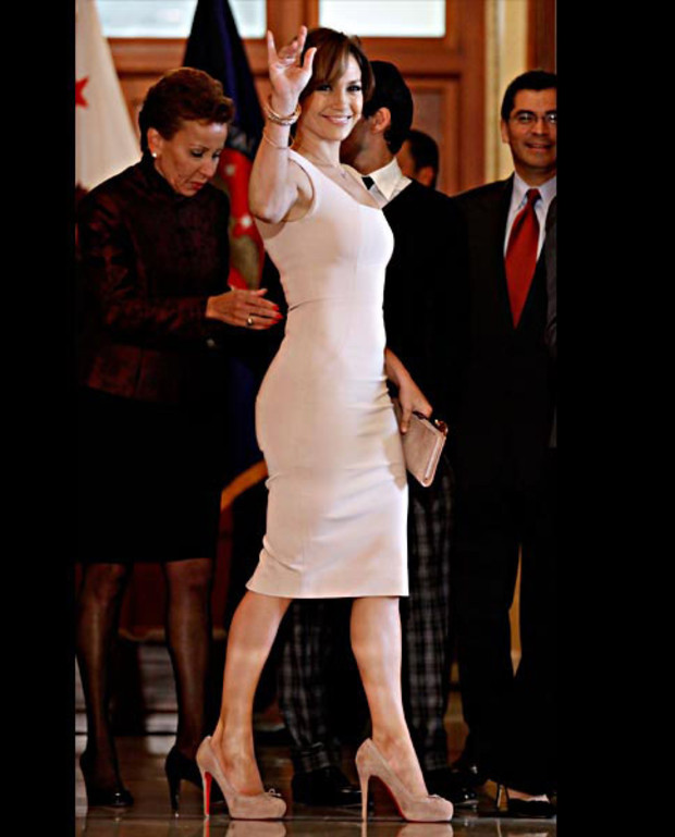 jennifer-lopez-in-victoria-beckham-dress-collection