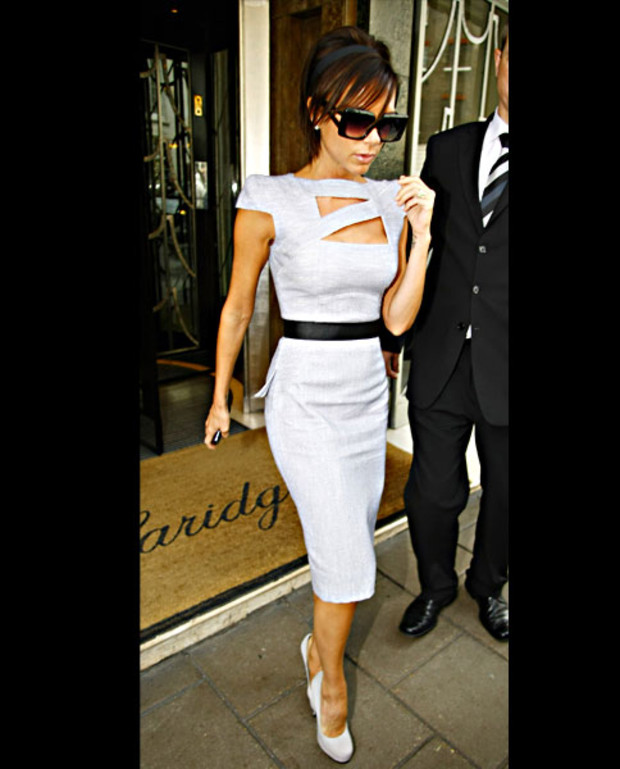 victoria-beckham-in-victoria-beckham-collection-grau