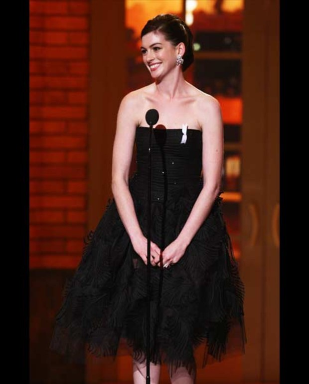 anne-hathaway-best-dressed-vanity-fair