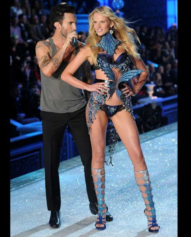 Adam-Levine-of-Maroon-5-Anne-Vyalitsina-victorias-secret