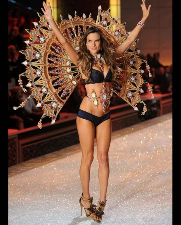 alessandra-ambrosia-victorias-secret-fashion-show