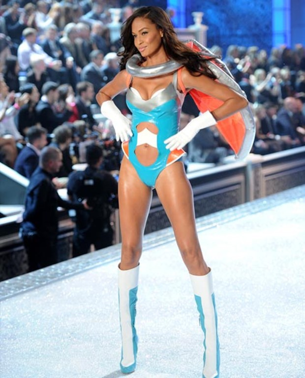 Joan-Smalls-victorias-secret-fashions-how