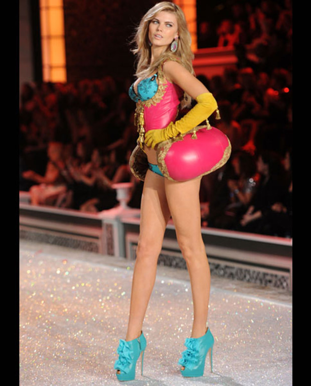 Maryna-Linchuk-victorias-secret-fashion-show