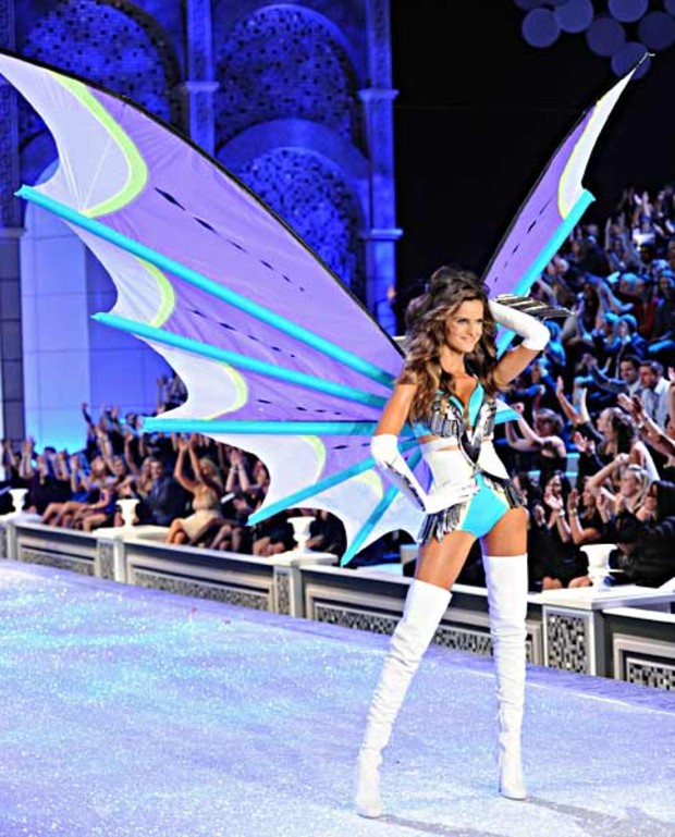 victorias-secret-fashion-show-riesige-fluegel