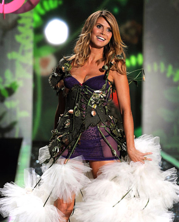 Victoria-Secret-Best-of-Heidi-Klum-2009-Goodbye-Angel