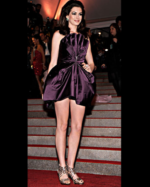 anna-hathaway-costume-insitute-gala